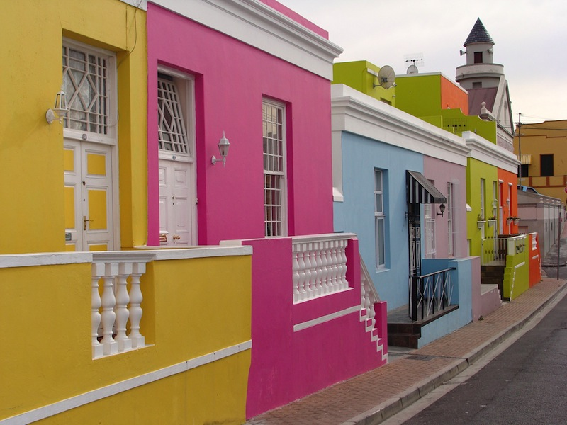 Colorful bo kaap for Colores para pintar paredes exteriores